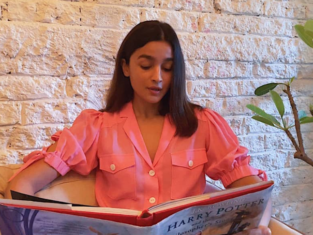 Alia Bhatt harry Potter at home