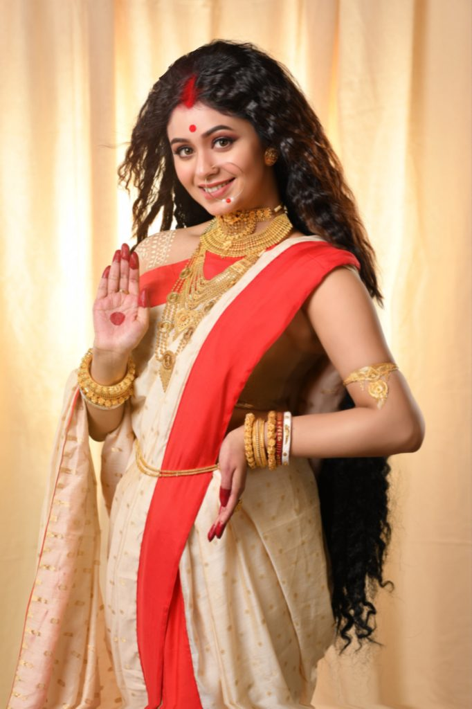 Kalyan Jewellers' Brand Ambassador Ritabhari Chakraborty in the avatar of Goddess Sati wearing jewellery from Muhurat Collection_03