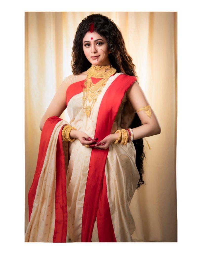 Kalyan Jewellers' Brand Ambassador Ritabhari Chakraborty in the avatar of Goddess Sati wearing jewellery from Muhurat Collection_04