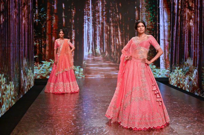 Model Poses for designer Anushree Reddy's Collection at The Lakme Fashion Week Fluid Edition 2020 at St. Regis in Mumbai, India on 24th October 2020. Photo :Vaqaas Mansuri / FS Images / Lakme Fashion Week / IMG Reliance