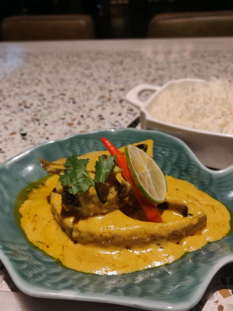 Sorshe Ilish With Steam Rice